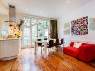 3 bed, 3 bath flat on Glenmore Road, Primrose Hill, London