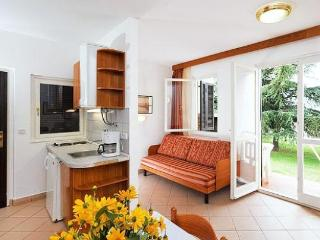 Beach resort 000255 Apartment for 2 persons with 2 extra beds (ID 572), Umag