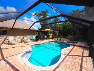 Vanderbilt Beach House - Spacious 4br remodeled home, Large screened lanai with heated pool and spa, Naples