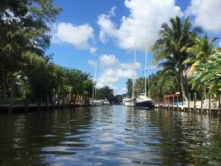Waterfront House With a Breezy Back Yard !, Fort Lauderdale