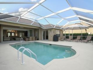 Stunningly updated & decorated Pool Home - 20% Rate Discount For Thanksgiving and December!, Napels