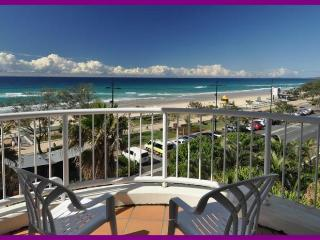 HUGE OCEAN FRONT APARTMENT 309 GREAT VALUE, Surfers Paradise