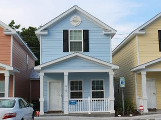 Comfortable Clean Townhouse, One Block from Beach, Myrtle Beach