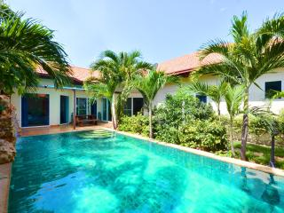 Pool villa with 4 bed and private beach entry, Jomtien Beach