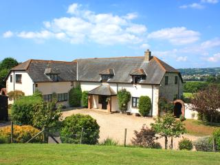 Boshill House near Lyme Regis sleeps 14 guests