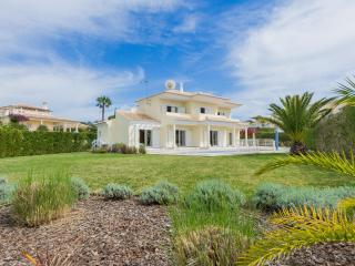 Stunning Villa only 3 minutes from beach and golf, Almancil
