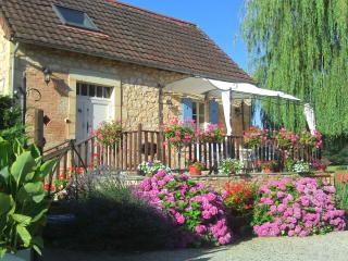 Charming stone country cottage, Hautefort