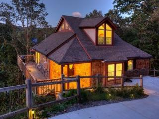 Stunning Mountain Chalet, Ellijay