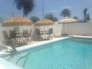 Steps from the beach!! 3/2 house with private pool, New Smyrna Beach