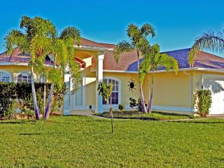 Villa Sunvill on a Gulf access canal wit Boat dock, Cape Coral