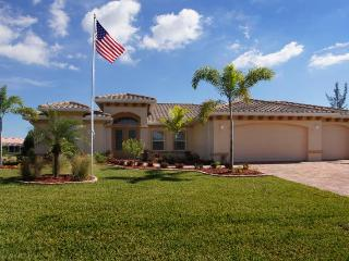 Perfectly private family vacation home-Wonderful heated pool- 3 bedrooms-Eastern exposure, Cape Coral