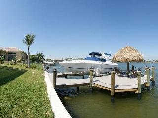 Spacious 5 bedroom vacation home- Pool- Located on lake- Boat access- Fishing opportunities, Cape Coral