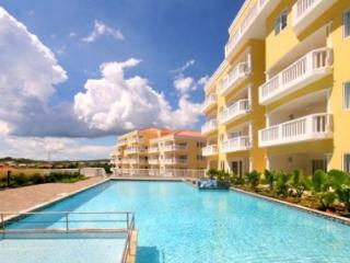 Spacious Apartment in Blue Bay, Willemstad