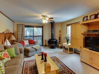 Well-stocked condo w/ wood stove and shared pool/tennis!, McCall