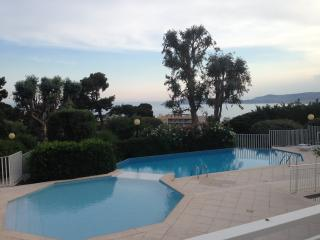 Beautiful Apartment with Garden and Sea View, Cap d'Ail