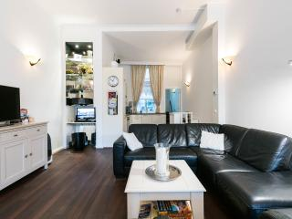 Chariot Amsterdam 4 bedroom canal apartment, Amsterdã