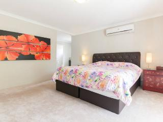 6 BR Luxury House 4km from City, Perth