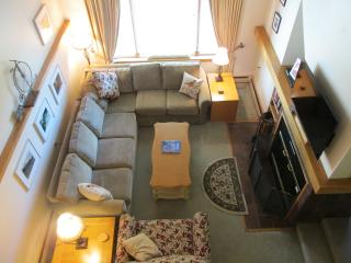 Ski / Snowboard Condo 2 miles from base, Killington