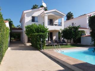 Coral Bay Villa Minutes from the Blue Flag Beaches, Peyia