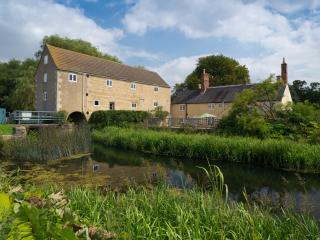Stunning 1750's Converted Watermill on the River, Baston