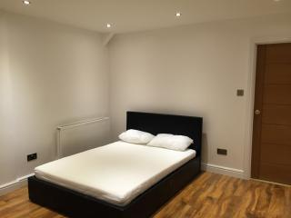 4 Bedroom Holiday Letting In inner Town Centre, Newcastle-under-Lyme