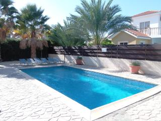Coral Bay 3 Bed Villa - Private Pool -Tourist Area, Paphos