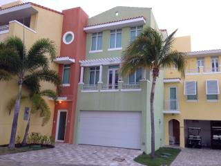 Beautiful Marina View 3 Bedroom Townhouse with Home Theater /Private Pool in Palmas del Mar, Humacao