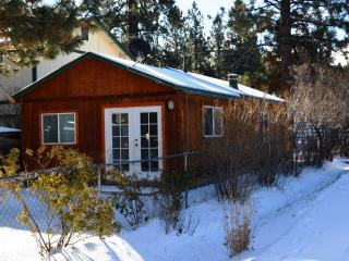 Cozy Clean Cabin Close to Resorts, Big Bear City