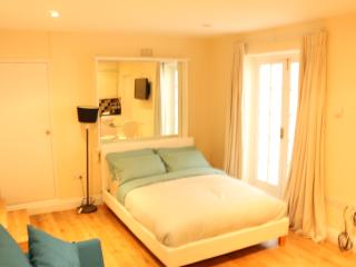 Budget Modern Studio Apartment in Marble Arch, London