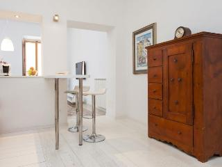 TreasureRome Carmen 2BR by Trevi Fountain