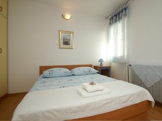 Lovely apartment for 2 near the sea, Tucepi