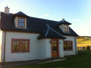 Hazel Lodge, lovely family house with games barn, Alyth