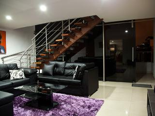 4 Bedroom penthouse with A/C private Jacuzzi Sauna, Medellin