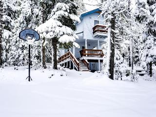 Large luxurious lodge near hiking, lakes, and ski resorts!, Government Camp