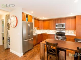 ELEGANT AND STYLISH 3 BEDROOM 2 BATH APARTMENT IN A QUIET NEIGHBORHOOD IN NORTH BERKELEY, Berkeley