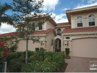 Gorgeous Fiddler's Creek coach home on a cul-de-sac with lake views!, Naples