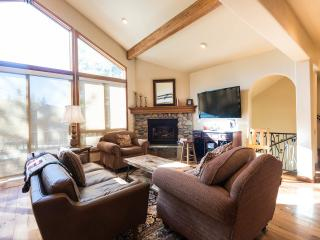 Powder Landings- Sleeps 13+, 5 min walk to gondola, Steamboat Springs