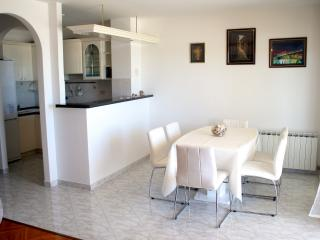 APARTMENT WITH DIRECT SEA  VIEW 2, Split
