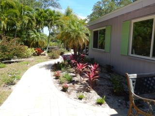 Private Bungalow on Canal a block from Beach, Longboat Key