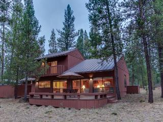 Sunriver retreat in a quiet setting with private hot tub!
