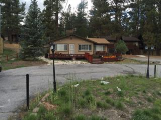 PRIVATE, LAKE VIEW HOME ,HOT TUB , BBQ, Big Bear Region