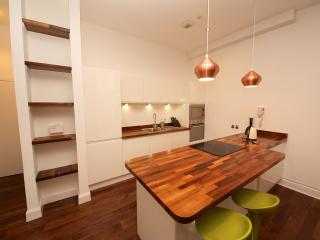 Heart of Glasgow - 2 bedroom duplex apartment
