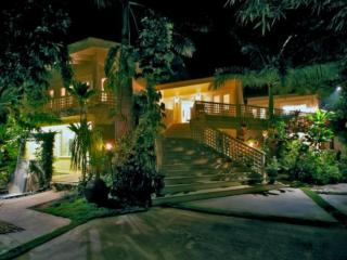 Private Penthouse Steps Away from the Beach, Kihei