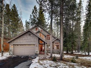 Classic Tahoe w/ shared pool, hot tub, and tennis amenities!, Truckee