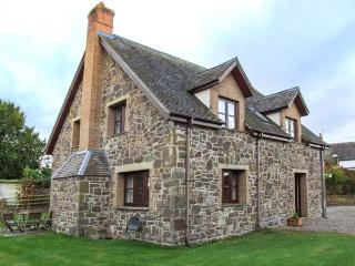 BYNE BROOK COTTAGE, en-suite, pet-friendly, enclosed garden, WiFi, ideal for families and friends, in Strefford, Craven Arms, Ref 928796