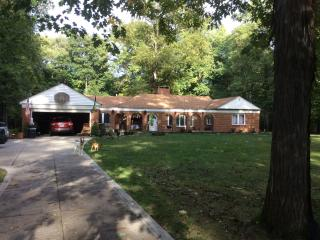 5 bedroom home in park like setting., Broadview Heights