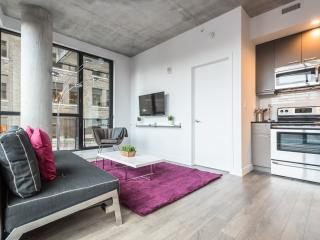 Central & Modern 2 Bedroom Condo w/ PARKING, Montreal