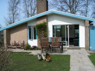House at lake IJsselmeer, garden, pool, 5p, wifi, Andijk