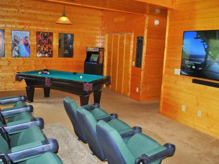 5 bedroom 5 bathroom with theater room, Pigeon Forge