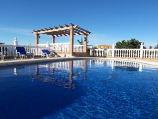 Beautiful Country Villa. Pool. Wifi. 20 mins Beach, Alhaurin de la Torre